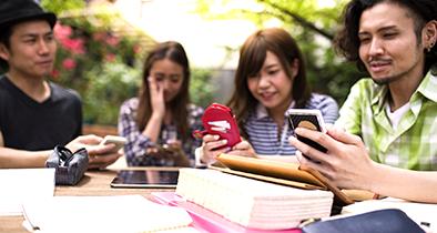 学生がスマートフォンで自由にコミュニケーションし、学ぶことの出来る環境を構築
